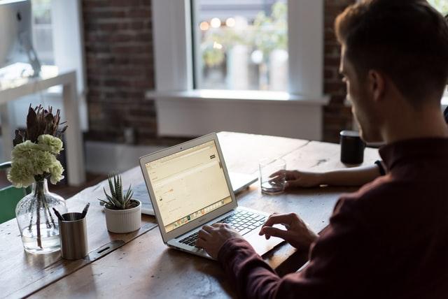 Wie kann ein Programmierer ortsunabhängig arbeiten?